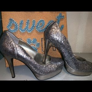Guess sparkly heels! Barley worn!